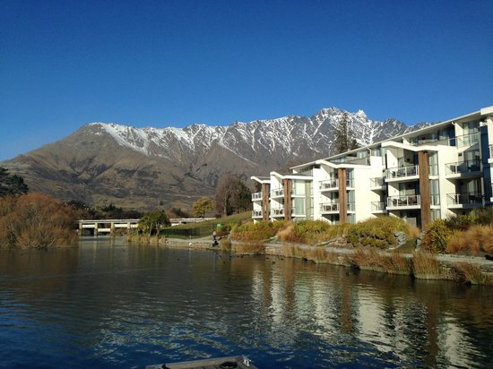 Hilton Queenstown Resort & Spa : Hotel view from the jetty