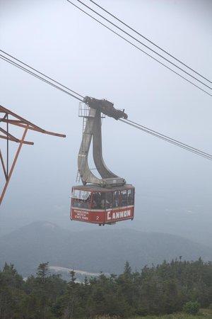 Cannon Mountain: Tram car beginning its trip down