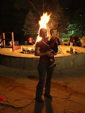 Pinegrove Family Dude Ranch: Bonfire!