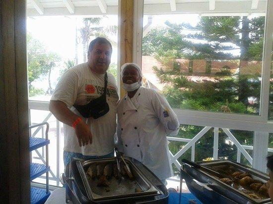 Hotel Blue Cove: una de las cocineras  exelente