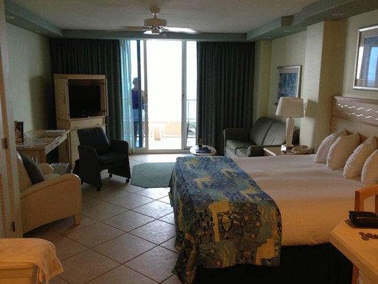 Lido Beach Resort: King Junior Suite living area