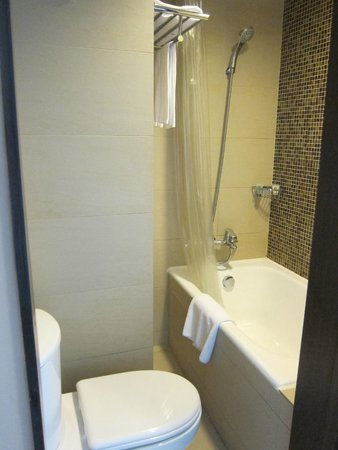 Small Bathroom Design Hong Kong small bathroom - picture of best western hotel harbour view hong