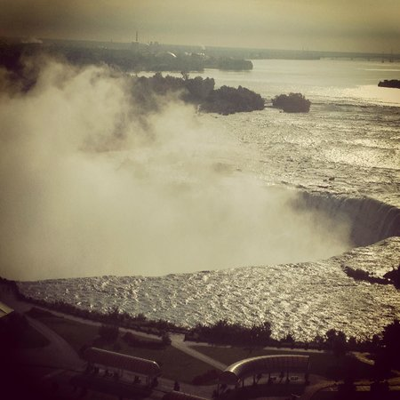 Radisson Hotel & Suites Fallsview: Photo this morning of the Falls. From. Our Room.