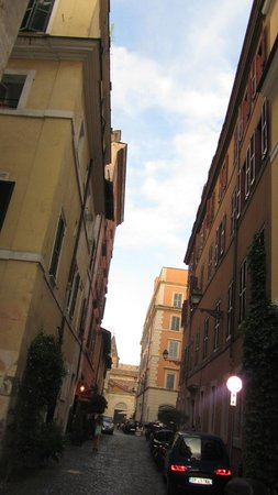 Hotel Residenza San Calisto : Looking up the street towards the hotel