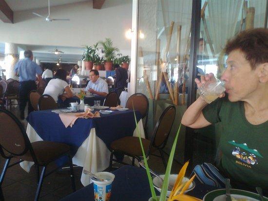 Los Tajibos Hotel & Convention Center: Desayunador.