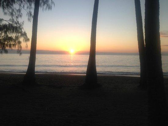 Alamanda Palm Cove by Lancemore : Morning sunrise