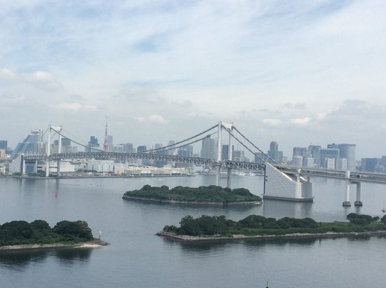Hilton Tokyo Odaiba: View from Suite of Rainbow Bridge
