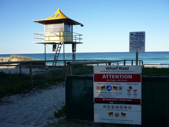 Surfers Paradise Backpackers Resort: Playa mas cercana al hostel