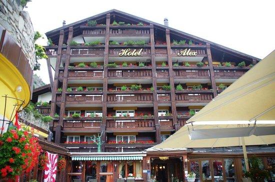 Resort Hotel Alex: Exterior facing the Matterhorn