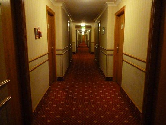 Holiday Inn London - Wembley: The corridor