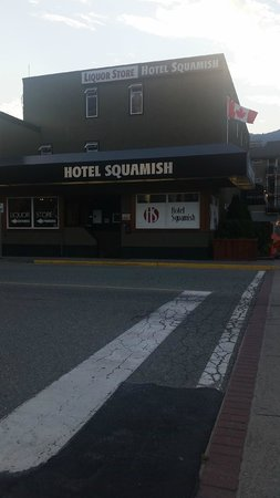 Hotel Squamish: Outside of hotel