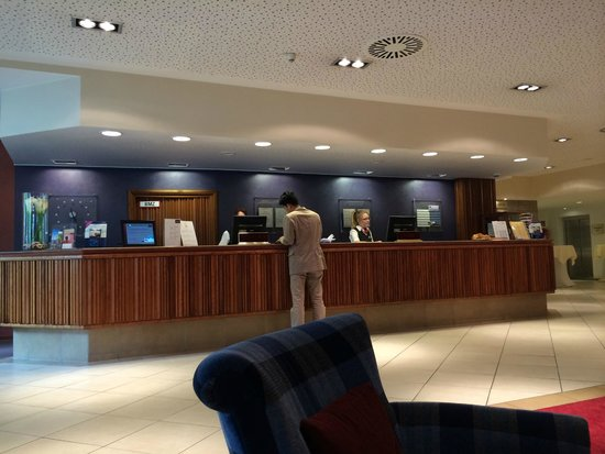 Mercure Hotel Saarbrücken City: check in hotel