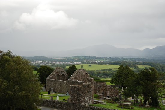 Aghadoe Heights Hotel & Spa: view of the Aghadoe church and round tower from our room