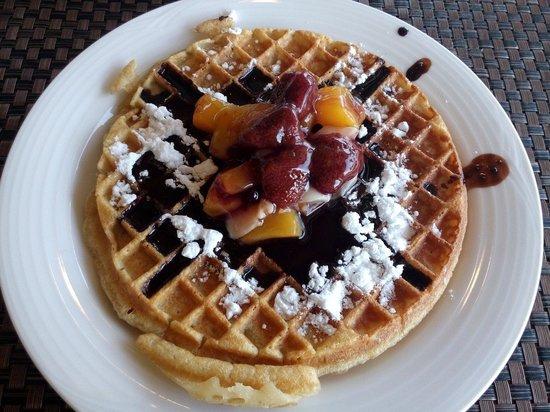 Bentota Beach by Cinnamon: Waffles for breakfast! Yum!