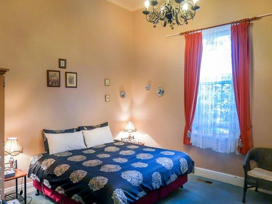 Toorak Manor: STAND ROOM