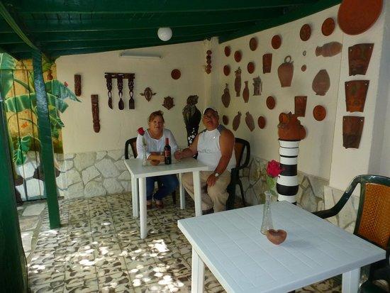 Casa Hostal Ivan & Lucy: en el patio