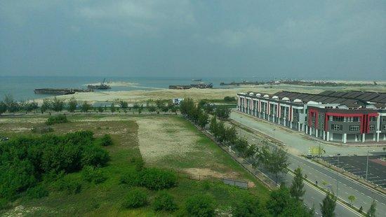 Swan Garden Hotel: Land re-claimation in proggress behind the Hotel Block