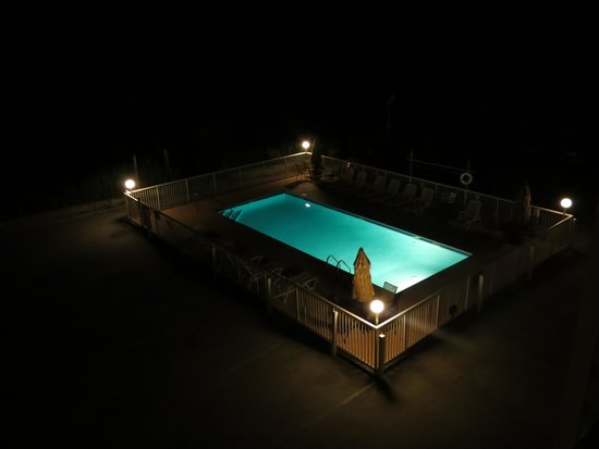 Sand Dunes Motel: view of the pool