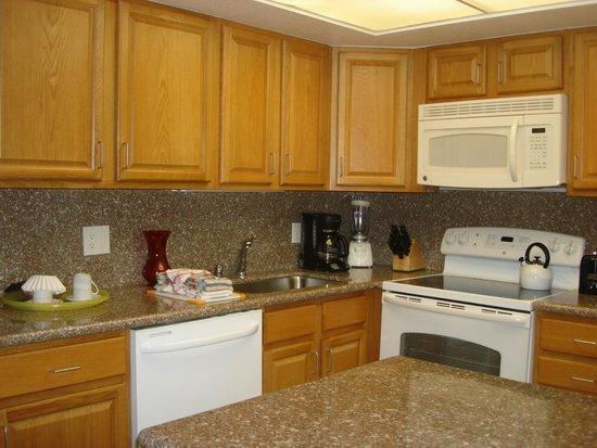 Maui Schooner Resort : Kitchen