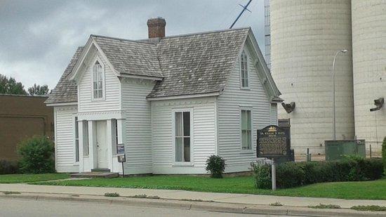 Le Sueur, MN: W. W. Mayo House