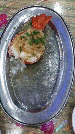 Wenchang Zaopocu Seafood Processing Shop : 龍蝦就唔夠抵食, 斬左個頭煲粥就得返咁細細一舊