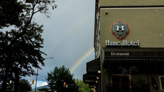 Hume Hotel & Spa: double rainbow outside hotel 217 is that corner room next to sign facing other direction