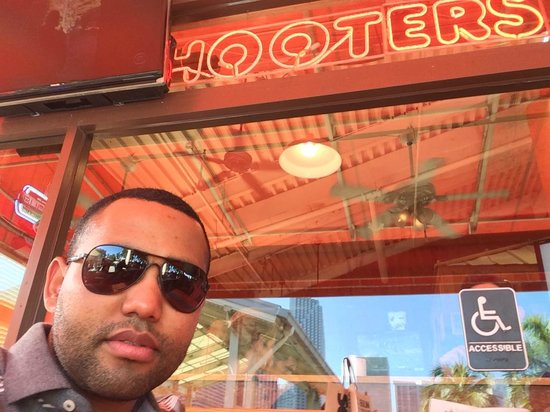 Hooters of Bay Side: hooters