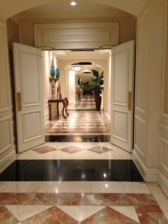 The Ritz-Carlton Coconut Grove, Miami: Hallway