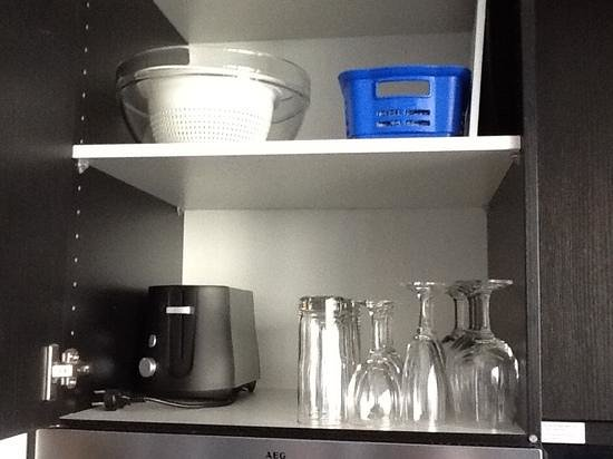 Adina Apartment Hotel Berlin Hackescher Markt : Well kitted out kitchen