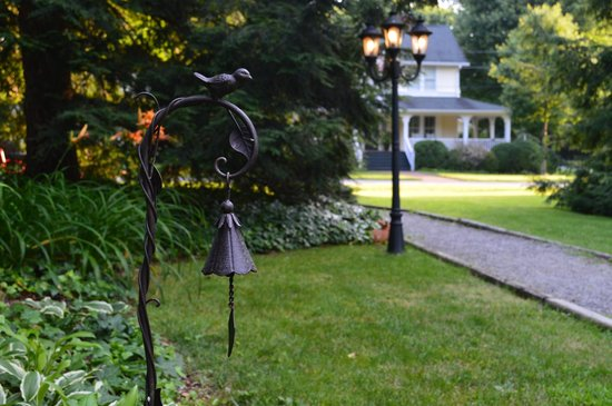 Red Rocker Inn: Stroll through our gardens