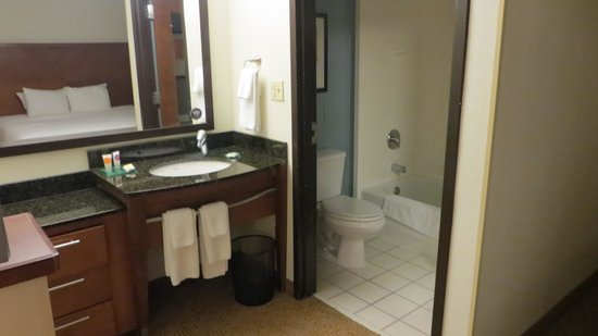 Hyatt Place Nashville/Brentwood: Vanity with seperate Shower