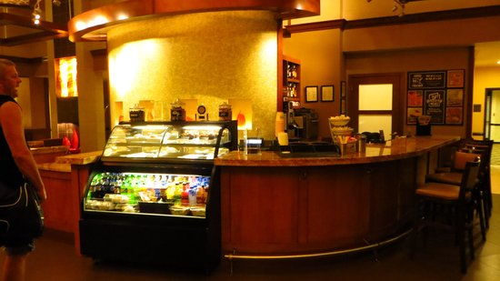 Hyatt Place Nashville/Brentwood: Front Desk area with Coffee, juices, snacks, etc