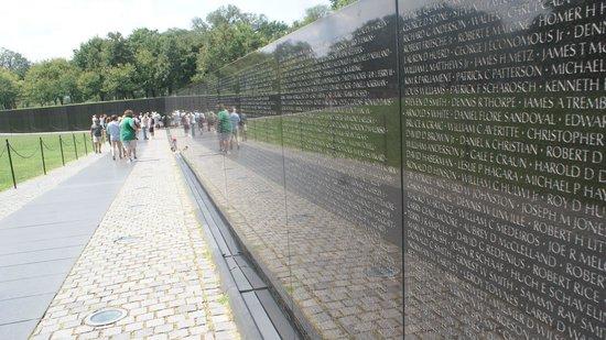 Vietnam Veterans Memorial: refection wall