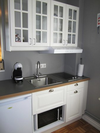 Reykjavik Residence Hotel: Bright and modern kitchen