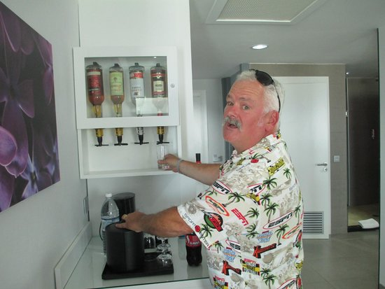 Hotel Riu Palace Jamaica: Gotta love the booze!