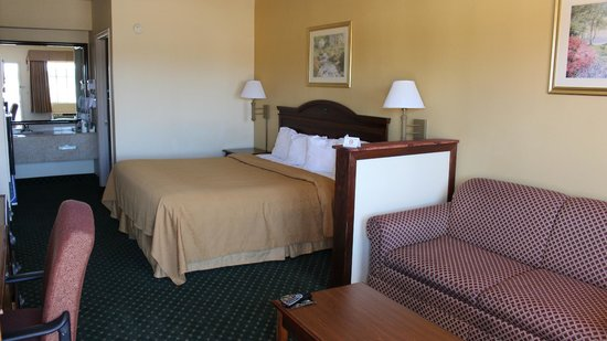 Quality Inn & Suites Southwest: King Room Suite
