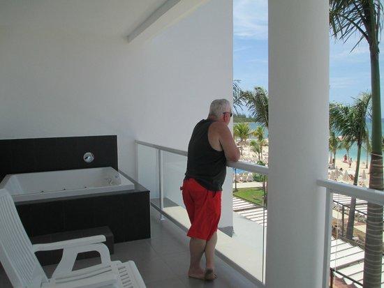 Hotel Riu Palace Jamaica: Jacuzzi on the Balcony!