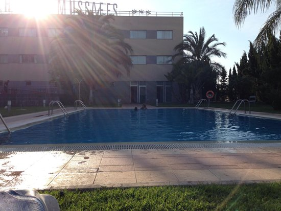 Tryp Valencia Almussafes Hotel: Visto desde la piscina