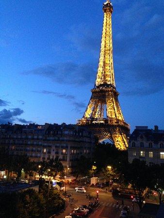 Pullman Paris Tour Eiffel: Tour Eiffel Iluminada