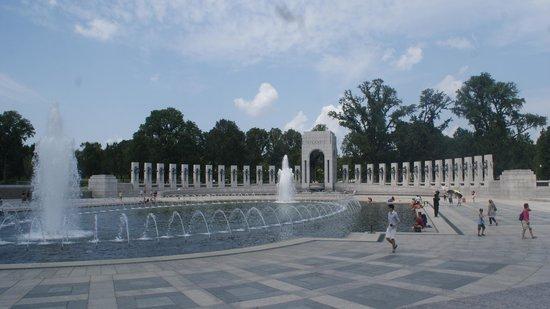 National World War II Memorial : wider angle