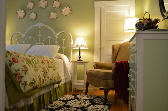 Red Rocker Inn: Newly redecorated Dogwood Room