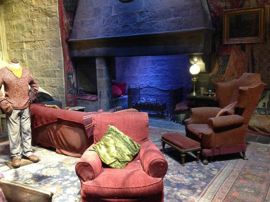 Warner Bros. Studio Tour London - The Making of Harry Potter: Griffindor common room