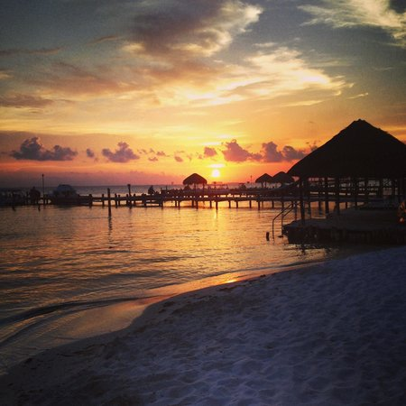Isla Mujeres Palace: Sunset at the beach entrance