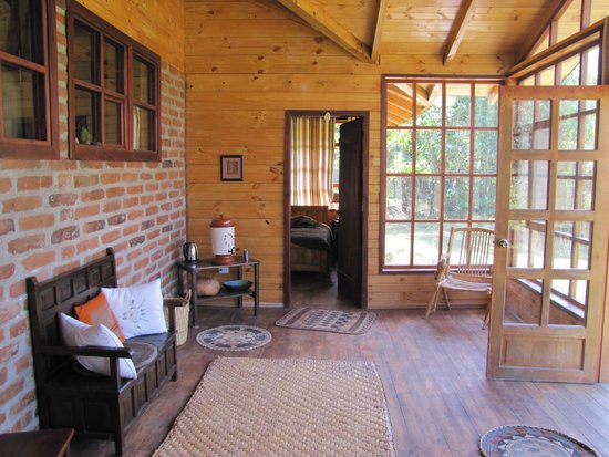 El Refugio de Intag Lodge: Our Cabin - central enclosed balcony