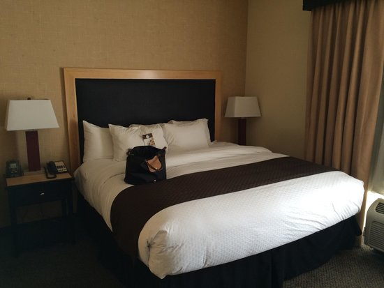 DoubleTree by Hilton Hotel Baton Rouge: Bed