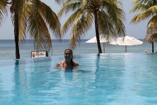 Grand Roatan Caribbean Resort: Michelle in the Pool at Grand Roatan