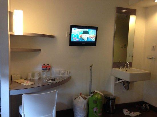 Amaris Hotel Cimanuk: Hotel room.