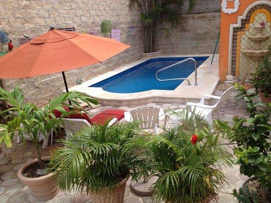 Suites Fenicia: pool