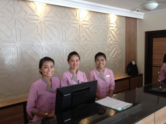 Kata Sea Breeze Resort: Lovely reception staff