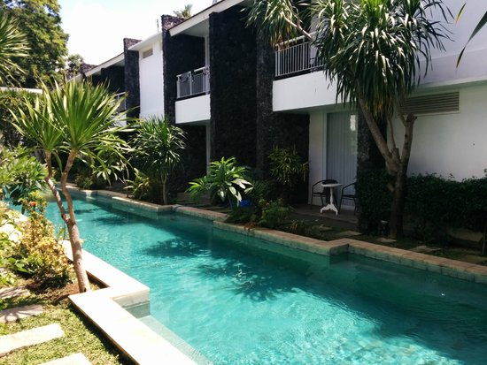 Astana Pengembak Suite Apartment & Villa: Pool access from room